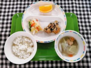 今日の給食:石狩汁(本園)