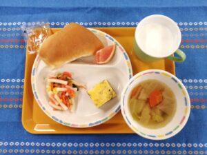 今日の給食:焼き立てパン(本園)