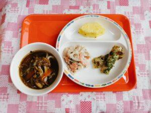 今日の給食:カレーうどん(本園)