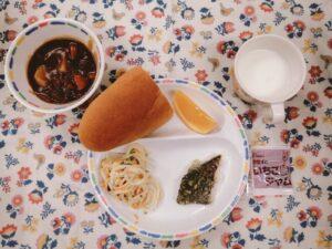 今日の給食:ビーフシチュー・コッペパン(二園)