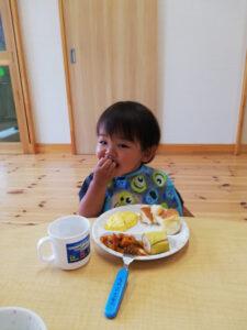 いい食べっぷり!いい笑顔!!(江藤)