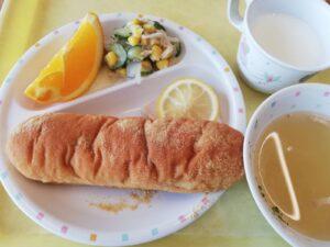 今日の給食〇揚げパン(よつば)